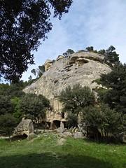 Lamanon (Eric J-A D.) Tags: provence troglodytes lamanon grottesdecals