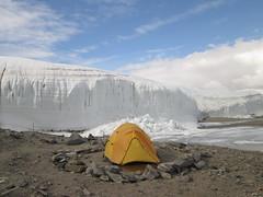 Camping in Taylor Valley (Tauromardo) Tags: camping nature landscape antarctica natura glacier polar bianco paesaggio tenda antarctic ghiaccio ghiacciaio campeggio mcmurdo hoare mcmurdodryvalleys taylorvalley lakehoare antartide