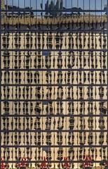 Excalibur se mirant dans la Pyramide (Isabelle Gallay) Tags: city windows urban usa reflection wall architecture fuji lasvegas reflet fujifilm mur ville urbain fentres amrique etatsunis fujix30