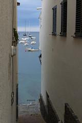 Calles que acaban en el mar...Cadaqus. (anamoral) Tags: street sun beach de mar calle spain mediterranean mediterraneo barco playa catalonia girona cap catalunya mediterrneo platja cadaques cadaqus emporda empord creus