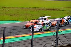 Dpassement en course (philippejeanne) Tags: car vw race voiture dessin course bd bette couleur coccinelle dpassement