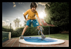 Noooo, que est muy fra!!! (melderomero.com) Tags: summer game swimming swim garden kid dad child play piscina swimmingpool nostrobistinfo removedfromstrobistpool seerule2