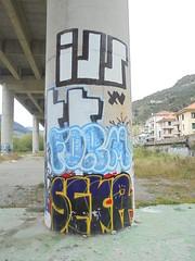 1024 (en-ri) Tags: muro wall writing 15 giallo form xv viola rosso azzurro bianco nero ils imperia graffti colonna throwup ventimiglia pilone 2015 seka