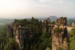 Bastei im Morgenlicht (Gr@vity) Tags: rock sunrise landscape sony sonnenaufgang sandstein bastei felsen sächsischeschweiz a7s