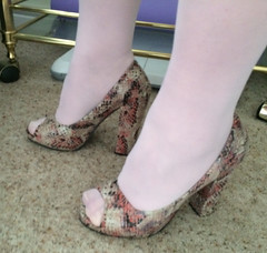 (helenwheninnylons) Tags: heels highheels crossdress crossdresser tgirl feet pantyhose