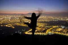 (locura-temporal) Tags: parque luz contraluz noche mujer ciudad sombra movimiento cerro bosque vista silueta aire libre baile bailarina nocturno tiempo panul