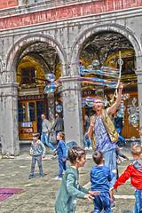 Venezia (a.squeo) Tags: venezia venice italia italy uomo man bolle bubbles sapone bambini children colori colors divertimento enjoy vacanza holiday trip nikon nikonflickraward tamron 2470 d7100 hdr