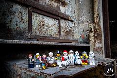 IMG_2551 (Marco Brambilla) Tags: game abandoned miniatures miniature model lego decay games abandon giochi gioco minifigure giocattoli abbandonato minifigures giocattolo decadimento