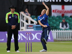 Katherine Brunt_01 (john.mallett) Tags: cricket ecb odi englandvpakistan womanscricket englandwoman fischercountyground