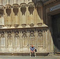 meditacion (Luis M) Tags: catedral girona personas gerona portada gtico meditacin hornacinas artegtico escenasdelavida