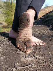 Woodland Hike (Barefoot Adventurer) Tags: nature forest woodland freedom earth barefoot barefeet connected soles barefooted barfuss barefooting dirtysoles barefoothiking barefooter baresoles muddysoles
