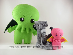 Cthulhu x 2 (SWStitchery) Tags: pink green keychain handmade ooak felt charm plush ornament cthulhu octopus limitededition embroidered tentacles eldergod swstitchery staticwhite