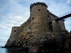 Vieux Chteau (Thomas Lcdlm) Tags: old sea france castle long exposure fuji ile x10 vende yeu iledyeu dyeu yeuisland