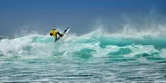 Surfin´ Amado (Juampiter) Tags: portugal azul libertad mar agua surf surfer wave playa amarillo verano tropical algarve vacaciones ola aventura espuma transparente amado carrapateira costavicentina aislado amarilloyazul enloalto aguatransparente aguaturquesa espumaenlaorilla coloresenlaorilla