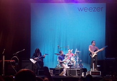 Weezer (Fernanda Pavanello) Tags: show park old blue school light red toronto ontario canada color me festival rock by night drums photography photo hit concert flickr gallery foto play bass guitar maria album stage memories galeria band picture pic row spotlight cover single sing fotografia weezer success cor fernanda colorida downsview pavanello