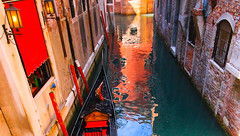 Alley - Venezia (2) (Lior. L) Tags: street city travel venice light urban italy color reflection water colors canon reflections lights canal alley italia colours streetphotography sigma wideangle gondola citycenter canondslr venezia bildings ultrawideangle sigma1020 urbanic urbanarea travelinitaly canon600d canont3i canonkiss5 travelinitalia