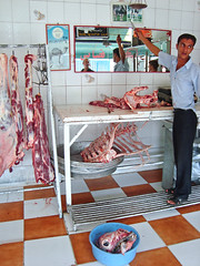 At the butcher, Toudeshk, Iran (Ferry Vermeer) Tags: tongue mirror cow iran candid islam middleeast persia meat butcher bones mirrored esfahan pers islamic isfahan irn  candidphotography islamicculture iraan   irano  persien islamicworld islamicrepublicofiran  iro isfahanprovince persja  ir iranas esfahanprovince     ran rn toudeshk   perzi   irna    perzija    toudeshkcho atthebutcher ran
