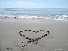 Coeur sur la Plage Napoleon - Port Saint Louis du Rhone (Philippe MARC - Photographies - MEDIACAM13 - Arles) Tags: coeur napoleon plage philippemarc portsaintlouisdurhone mediacam13