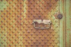 ET7B2771 (Cristina Iranzo) Tags: verde puerta oxido