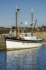 T4992x3280-00109-02 (mary~lou) Tags: old boat dock nikon sunny afloat maryfletcher mary~lou