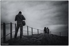 der Fotograf (geka_photo) Tags: street bw deutschland fotograf streetphotography wolken kiel schleswigholstein gelnder snke schwarzweis gekaphoto friedrichsorterleuchtturm