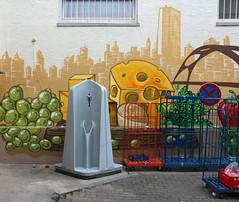 Klein/markt. (universaldilletant) Tags: graffiti frankfurt urinal kse pipi weintrauben auftrag plastiktoilette plastikklo