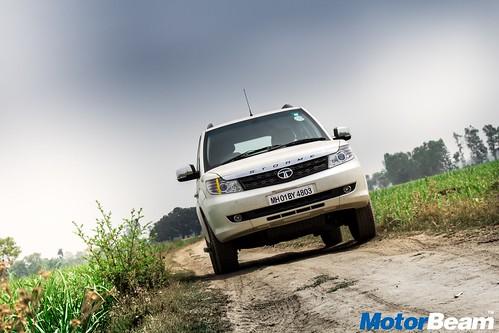 2016-Tata-Safari-Storme-Long-Term-8