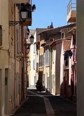 non si pu dire che non c'era un gatto (fotomie2009) Tags: martigues francia france provence provenza ruelle lampioni lamp