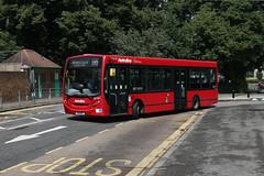Route 195, Metroline West, DE1904, YX11AFF (Jack Marian) Tags: bus london buses alexander e200 enviro alexanderdennis route195 enviro200 alexanderdennisenviro200dart de1904 metrolinewest brentfordcountycourt charvillelaneestate yx11aff
