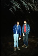 Robbert en Henk in een lavatunnel, Arizona VS 1992 (wally nelemans) Tags: arizona usa 1992 vs henk lavatube robbert lavatunnel