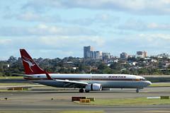 QANTAS VH-XZP Retro Roo (adelaidefire) Tags: new wales airport south sydney australia retro nsw boeing qantas roo 737838 vhxzp