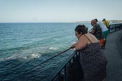 Siracusa, 2015 (Antonio_Trogu) Tags: italia italy sicilia sicily siracusa ortigia lungomare beach mare sea pescatori fishermen fishing donna woman street streetphotography antoniotrogu nikond3100 2015