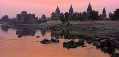 INDIEN, Chattris in Orchha , Sonnenuntergang, 14021 (roba66) Tags: city travel india building history tourism monument arquitetura architecture reisen asia asien cityscape platz urlaub capital kultur tomb culture places visit historic explore mausoleum stadt architektur historical tradition ore indien bau faade fassade inde historie voyages geschichte grabmal orchha northernindia kulturdenkmal chhatri tikamgarh betwariver pradesh roba66 madhya indiennord kenothaps indienchattrisinorchhaammorgen indienchattrisinorchhaamabend