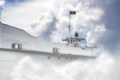 ... avanti tutta!! (C-Smooth) Tags: idea nuvole flag pirates nave luce immaginazione immagine pirateria creativit stronzata taroccaggio