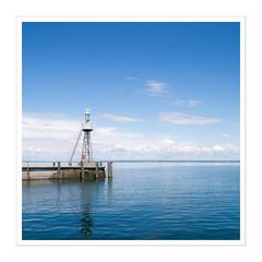Leuchtfeuer II (Splitti68) Tags: europa europe schweiz rorschach bodensee hafeneinfahrt hafen leuchtfeuer quadrat square splitti splitti68 splittstser splittstoesser rahmen blau