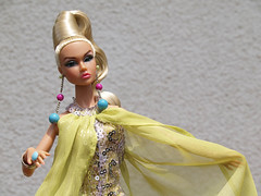 Poppy Camera Loves Her 01 (Belenojon) Tags: camera fashion toys mod doll her poppy loves 12 royalty parker integrity