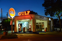 Vintage Gulf Service Station. (The Old Texan) Tags: signs vintage neon texas gulf waco gasstation restored lighted nikond7100