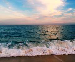 Tiempo de relax...Closed for vacations ;-)) (Montse;-))) Tags: mar arena cielo nubes vacaciones