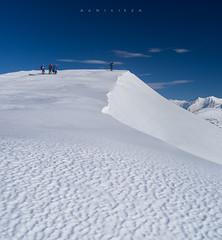Azul y blanco (Ahio) Tags: blue white snow mountains landscape wind asturias paisaje ripples león cordilleracantábrica 31mm smcpentaxfa31mmf18allimited cantabrianmountains cellón pentaxk5 picucellón