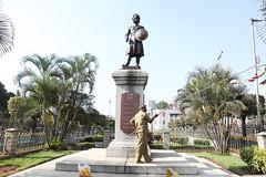 IMG_1434 (peevee@ds) Tags: park statue bangalore garland peevee kempegowda venkatesanperumal bbmp perumalvenkatesan corporationcircle