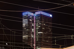 Blick von Gleis 14 (silberne.surfer) Tags: architecture nikon skyscrapers frankfurt hauptbahnhof architektur nikkor bankenviertel hochhaus langzeitbelichtung 2014 nikond600 frankfurtervolksbank nikkor24120mmf4