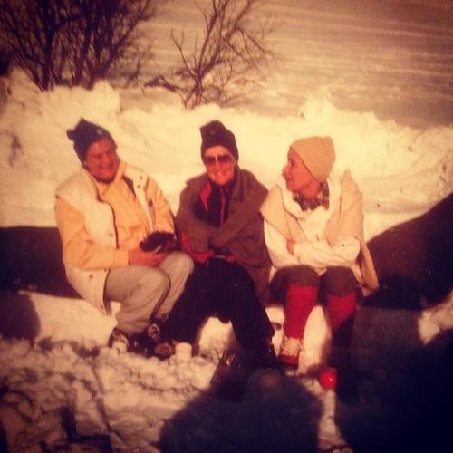Ulla-Britt, Ann-Mari & Farmor i fjällen 1984.