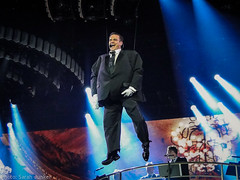 Robbie Williams - Amsterdam, 5.5.14 (sxdlxs) Tags: amsterdam fan concert tour williams live stage gig swing rob robbie robbiewilliams rw gug 5514 swingbothways