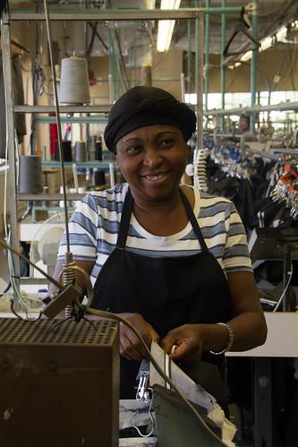 Female Clothing Factory Worker / Travailleuse dans une usine de vêtements