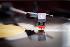 Vinil LP (ruifo) Tags: vinil cartridge lp disco radiola music música musica nikon d810 sigma 105mm f28 macro long play sigma105mmf28exdgoshsmmacro11 nikond810