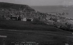 H00682 Hastings Old Town from the West Hill c.1905 (East Sussex Libraries Historical Photos) Tags: houses sea beach architecture boat lift library shore hastings fishingboat oldtown westhill 1905 broderick easthill glassplatenegative hastingsoldtown nethuts