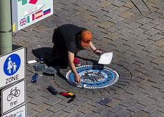 Street Art (Leif Hinrichsen) Tags: streetart berlin art place kunst sbahn markt temporary gully hackeschermarkt gullydeckel hrw strasenknstler