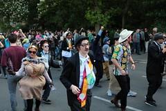 20. Karneval der Kulturen (bsdphoto) Tags: berlin kreuzberg deutschland natur pflanzen parade bume deu umzug sonnenschein calaca hasenheide karnevalderkulturen karawane strase karnevalsumzug korruption strasenumzug schmiergeld