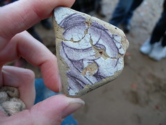 Delft ware tile fragment, found during a guided walk (Thames Discovery Programme) Tags: london archaeology training community riverthames rotherhithe artefact thamesdiscoveryprogramme fsw03
