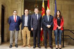 El President de la Generalitat, Ximo Puig, firma el documento de colaboracin entre la Generalitat Valenciana y la Red Espaola de Desarrollo Sostenible (REDS). 26/05/2016 (Presidncia Generalitat) Tags: reds firma documento colaboracin presidentdelageneralitat generalitatvalenciana ximopuig redespaoladedesarrollosostenible